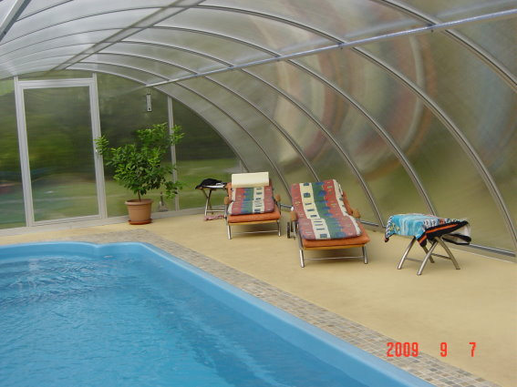komfort ferienhaus und wellness in berlin pool whirlpool jacruzzi garten komfort. Black Bedroom Furniture Sets. Home Design Ideas